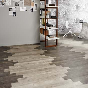 Amtico Spacia LVT in Sun Bleached Oak (SS5W2531) with Smoked Cedar (SS5W2536) in plank wave laying pattern